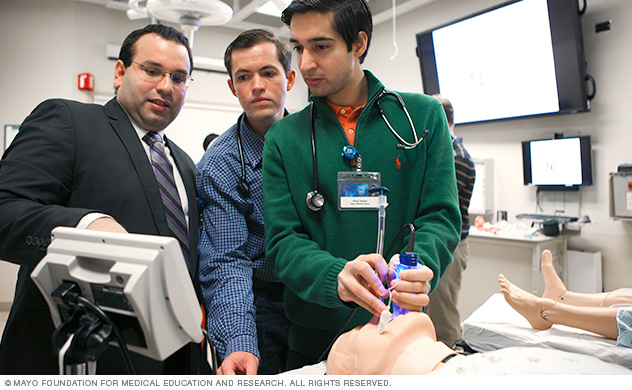 Photo of Mayo Medical School students in the Multidisciplinary Simulation Center