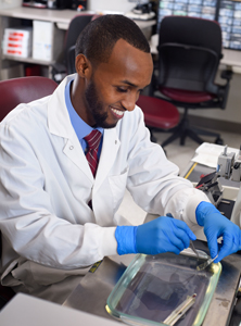 Photo of Mayo Clinic histology student in laboratory