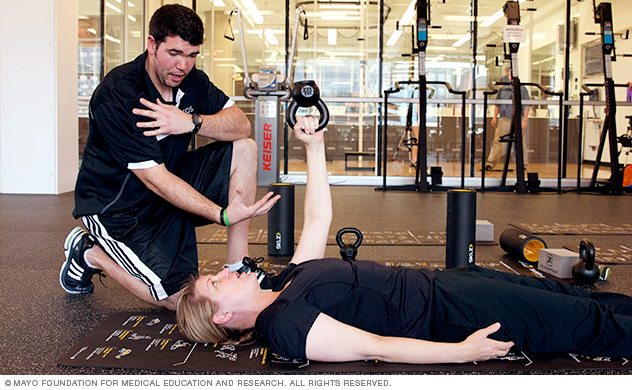Photo of Mayo Clinic sports physical therapist with a patient in weight room