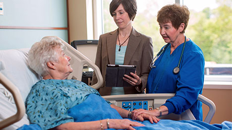 Photo of Mayo Clinic geriatric physician and nurse talking with woman