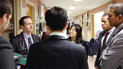Photo of Mayo Clinic Internal Medicine residents talking in hallway