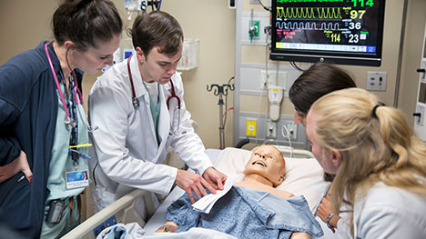 Photo of Mayo Clinic Internal Medicine residents with a simulation mannequin