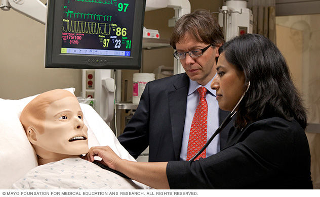 Photo of Mayo Clinic trainee and faculty member in Simulation Center