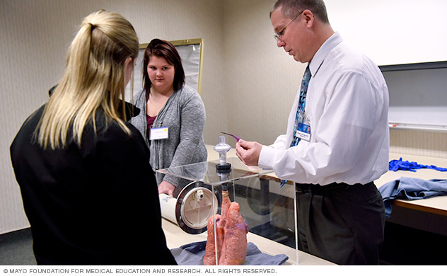 Mayo Clinic faculty and learners at Respiratory Therapy Discovery Lab event