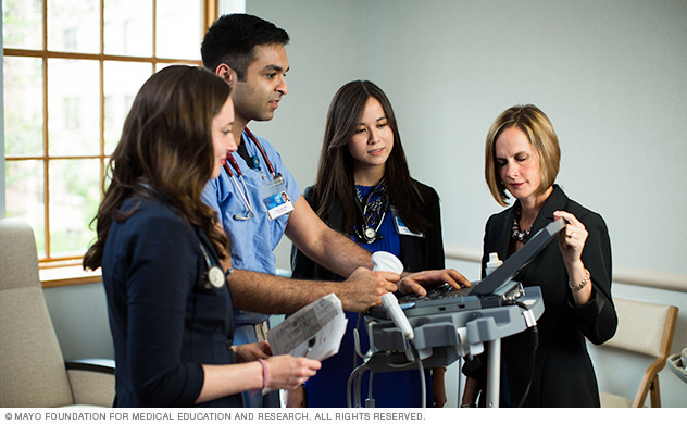 Photo of Mayo Clinic internal medicine residents talking with program director