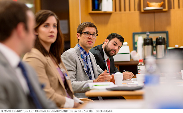 Photo of Mayo Clinic internal medicine residents in a meeting
