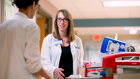 Mayo Clinic pharmacy trainee talking with preceptor in hospital