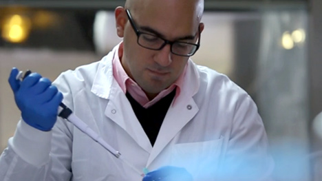 Photo of a Mayo Clinic researcher in a lab