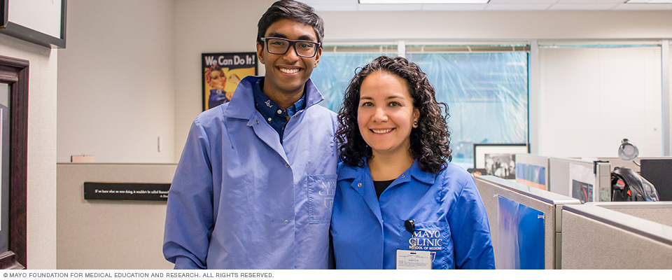 Two SPARK Research Mentorship Program participants at Mayo Clinic's campus in Florida.
